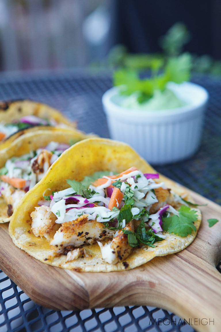 Tasty tuesday blackened fish tacos with avocado crema for Crema for fish tacos
